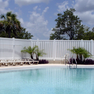 Lakeview Semi-Private Vinyl Fence