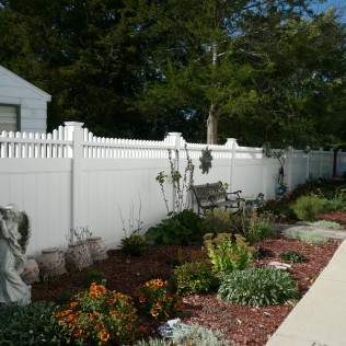 Montauk Straight Vinyl Fence