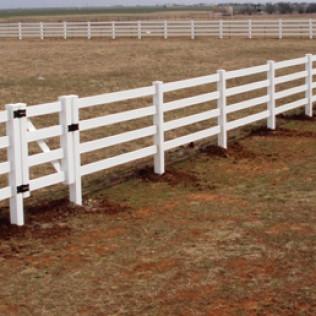 4 Rail Vinyl Fence 1